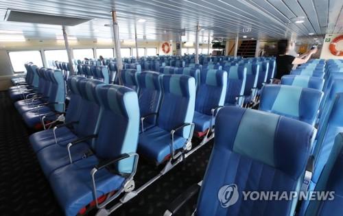 거세지는 일본 여행 보이콧…한일 뱃길 승객 70% 감소