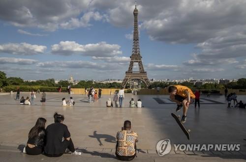 에펠탑 3개월 만에 재개방…마스크 써야 입장