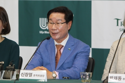 This file photo, dated on Aug. 31, 2016, shows Shin Jang-yeol, chief of the organizing committee of the Ulju Mountain Film Festival, speaking during a press conference on a plan for the festival, the first of its kind in South Korea. (Yonhap)