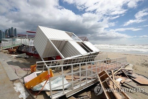 A venue for the Busan International Film Festival has been destroyed by Typhoon Chaba on Haeundae beach in Busan on Oct. 5, 2016. (Yonhap)