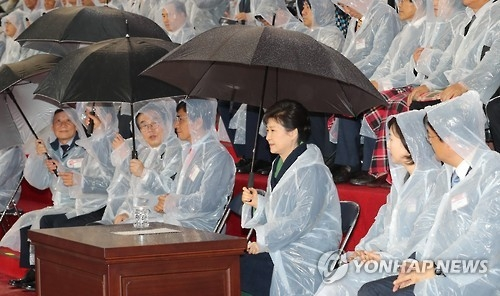 President Park Geun-hye (3rd from R) attends the opening ceremony of the 97th National Sports Festival in Asan, South Chungcheong Province, on Oct. 7, 2016. (Yonhap)