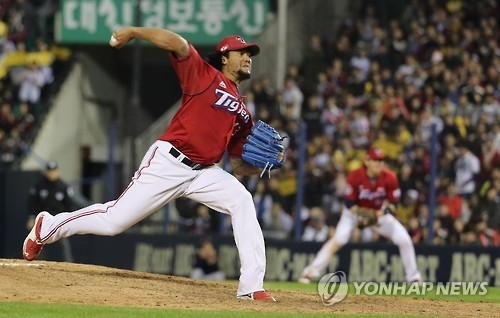 Hector Noesi of the Kia Tigers throws a pitch against the LG Twins during the Korea Baseball Organization's wild card game in Seoul on Oct. 10, 2016. (Yonhap)