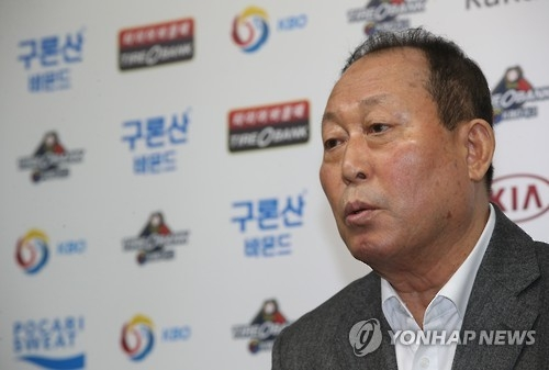 Kim In-sik, manager of the national baseball team, speaks at a press conference after announcing the roster for the 2017 World Baseball Classic in Seoul on Nov. 10, 2016. (Yonhap)