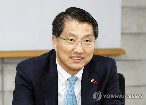 Zhin Woong-seop, governor of the Financial Supervisory Service (Yonhap)