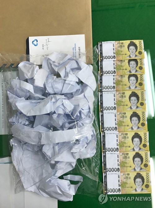 This file photo provided by South Korean police shows fake 50,000-won bills made by a color printer. (Yonhap)