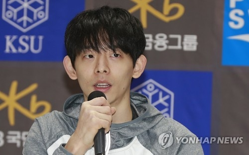 South Korean short track speed skater Lee Jung-su speaks at a press conference at the National Training Center in Seoul on Feb. 8, 2017. (Yonhap)