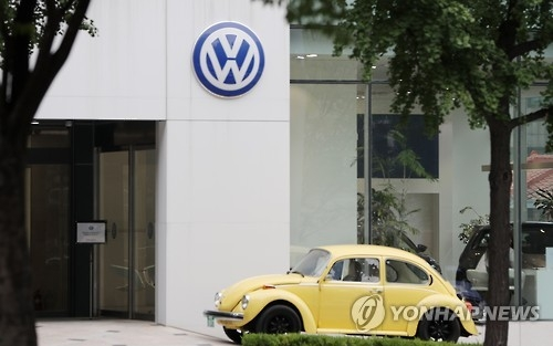 This file photo taken on July 24, 2016, shows a Volkswagen dealership in southern Seoul. (Yonhap)
