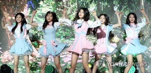 Rookie K-pop group ELRIS performs at its debut media showcase on June 1, 2017, at the Seomyoo Center Event Hall in southern Seoul. (Yonhap)