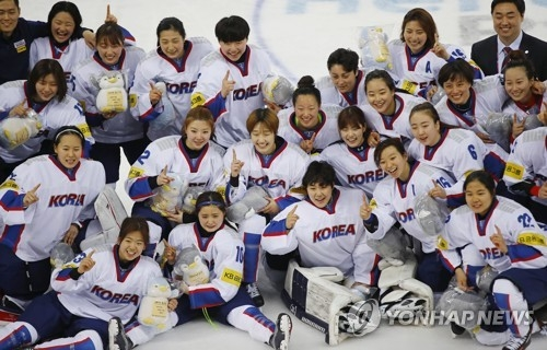 In this file photo taken on April 8, 2017, members of the South Korean women's hockey team celebrate winning the International Ice Hockey Federation (IIHF) Women's World Championship Division II Group A tournament with a 2-0 victory over the Netherlands at Kwandong Hockey Centre in Gangneung, Gangwon Province. (Yonhap)