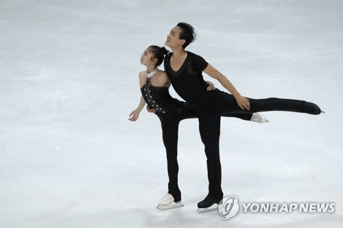 In this Associated Press photo, North Korean pairs figure skaters Ryom Tae-ok (L) and Kim Ju-sik perform their free skate during the Nebelhorn Trophy in Oberstdorf, Germany, on Sept. 29, 2017. (Yonhap)