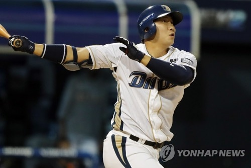 In this file photo taken Sept. 20, 2017, Na Sung-bum of the NC Dinos watches his solo home run against the Doosan Bears in the clubs' Korea Baseball Organization game at Masan Stadium in Changwon, South Gyeongsang Province. (Yonhap)