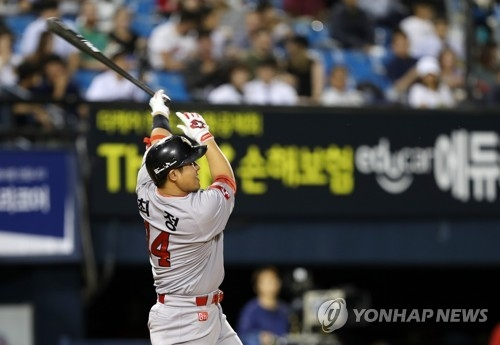 In this file photo taken Sept. 14, 2017, Choi Jeong of the SK Wyverns hits a solo home run against the Doosan Bears in the top of the fifth inning in the clubs' Korea Baseball Organization regular season game at Jamsil Stadium in Seoul. (Yonhap)
