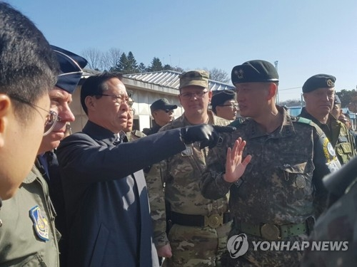 In this photo provided courtesy of the Joint Press Corps, South Korean Defense Minister Song Young-moo (L, pointing) visits the truce village of Panmunjom on Nov. 27, 2017, for an on-site briefing on the latest defection of a North Korean soldier. (Yonhap)
