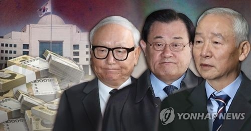 This composite picture filed on Nov. 16, 2017, shows three former spy chiefs Lee Byung-ho (L), Lee Byung-kee (C) and Nam Jae-joon, who are alleged to be involved in the spy agency's illegal payments to then-President Park Geun-hye through her two aides. (Yonhap)