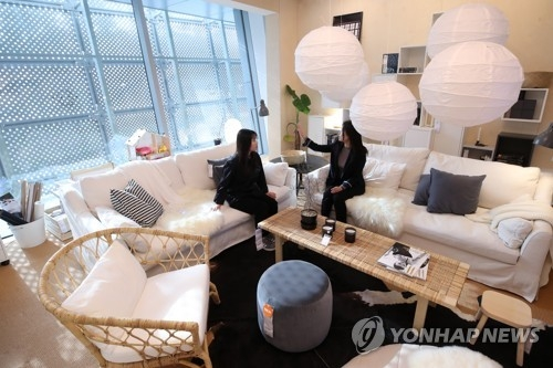 In this photo taken Dec. 7, 2017, visitors look around Sweden Korea Young Design Week at Dongdaemun Design Plaza (DDP) in eastern Seoul. The exhibition will be officially launched on Dec. 8 for a 10-day run. (Yonhap)