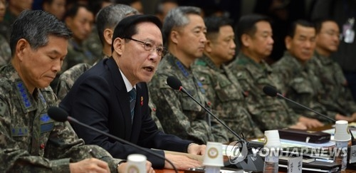 South Korean Defense Minister Song Young-moo (2nd from L) speaks in this file photo. (Yonhap)