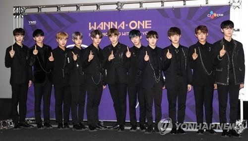 "The K-pop project boy group Wanna One poses for photos before a press conference for its repackaged album ""1-1=0 Nothing Without You"" at the CGV in Yongsan, Seoul, on Nov. 13, 2017. (Yonhap)"