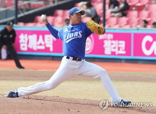 Yang Chang-sub of the Samsung Lions throws a pitch against the KT Wiz during their Korea Baseball Organization preseason game at KT Wiz Park in Suwon, Gyeonggi Province, on March 13, 2018. (Yonhap)
