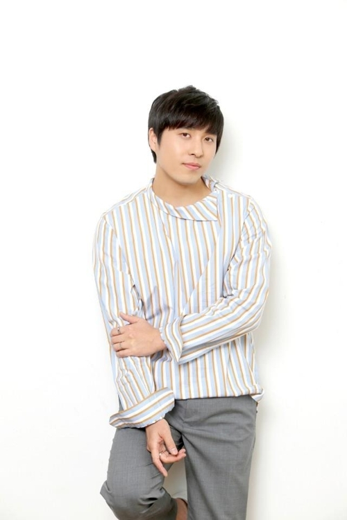 A publicity file photo of singer Lee Jin-sung, also known as Monday Kiz, provided by Monday Kiz Co. (Yonhap)