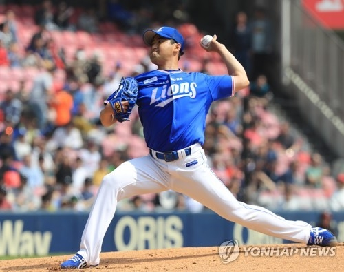 In this file photo from April 29, 2018, Jang Won-sam of the Samsung Lions throws a pitch against the LG Twins in a Korea Baseball Organization regular season game at Jamsil Stadium in Seoul. (Yonhap)