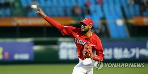 In this file photo from April 12, 2018, Hector Noesi of the Kia Tigers throws a pitch against the Hanwha Eagles in a Korea Baseball Organization regular season game at Hanwha Life Eagles Park in Daejeon, 160 kilometers south of Seoul. (Yonhap)