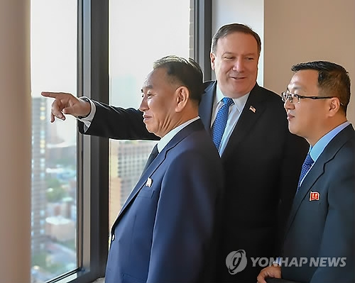 This photo provided by the U.S. State Department shows Secretary of State Mike Pompeo (C) and Kim Yong-chol (L), vice chairman of the central committee of North Korea's ruling Workers' Party, looking out over New York on May 30, 2018. (Yonhap)