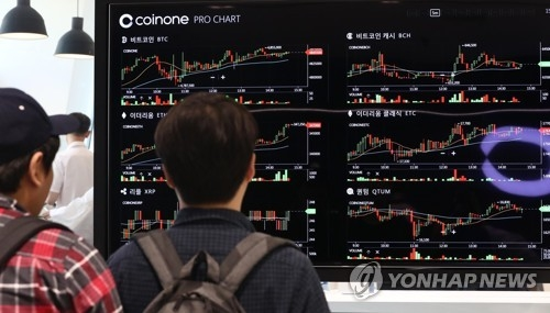 This file photo shows a giant electronic signboard displaying the trading information of six different virtual currencies at a cryptocurrency exchange in Seoul. (Yonhap)