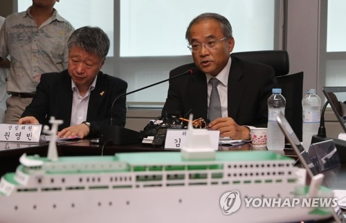 Kim Chang-joon, president of the Sewol Investigation Committee, explains the result of a 13-month probe into the cause of the Sewol ferry sinking during a press briefing held in Seoul on Aug. 6, 2018. (Yonhap)