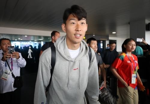South Korean football star Son Heung-min arrives at Husein Sastranegara International Airport in Bandung, Indonesia, on Aug. 13, 2018, to compete at the Asian Games. (Yonhap)