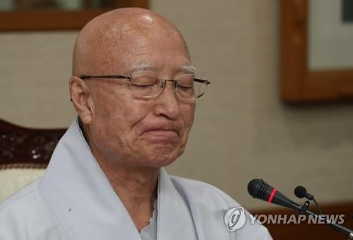 (LEAD) Buddhist leader resigns over corruption allegations - 1