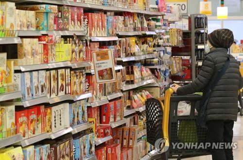 This undated file photo shows a woman shopping at a discount store in Seoul. (Yonhap)