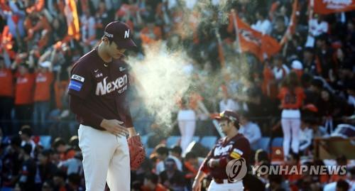 An Woo-jin of the Nexen Heroes prepares to pitch against the Hanwha Eagles in the bottom of the fourth inning of Game 2 of the first round series in the Korea Baseball Organization postseason at Hanwha Life Eagles Park in Daejeon, 160 kilometers south of Seoul, on Oct. 20, 2018. (Yonhap)