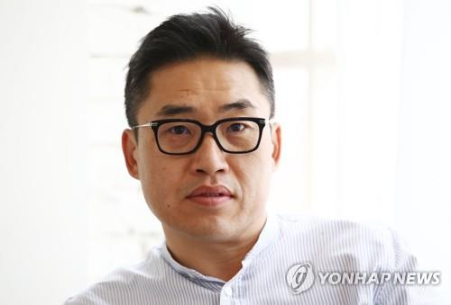 "Director Kim Sung-hoon of ""Rampant"" poses for a photo during an interview with Yonhap News Agency at a cafe in Seoul on Oct. 23, 2018. (Yonhap)"