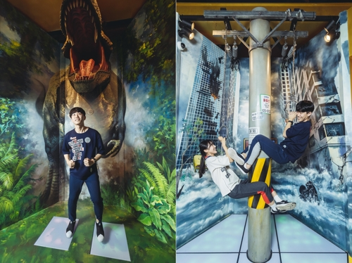 These file photos show a couple trying to complete the Mission Race game at CGV Incheon, just east of Seoul. In the game, players have to complete 14 missions and pass through a 128-meter-long maze covered with mirrors. (Yonhap)