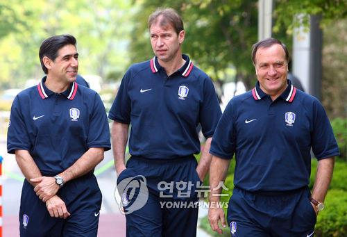 This file photo taken on May 15, 2006, shows then-South Korea national football team assistant coaches Afshin Ghotbi (L), Pim Verbeek (C) and head coach Dick Advocaat at the National Football Center in Paju, north of Seoul. (Yonhap)