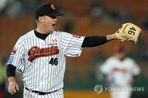 In this file photo from Oct. 17, 2014, Chris Oxspring, then pitching for the Lotte Giants, reacts to a play against the LG Twins in the top of the fourth inning of a Korea Baseball Organization regular season game at Sajik Stadium in Busan, 450 kilometers southeast of Seoul. Oxspring served as a coach in the Giants organization from 2016 to 2018 but will not be returning for 2019. (Yonhap)