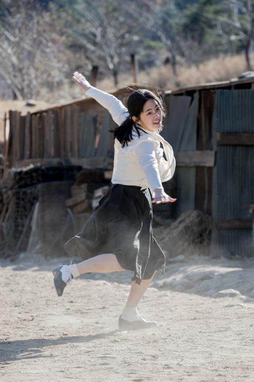 "This image of actress Park Hye-su's dance scene from ""Swing Kids"" was provided by the film's distributor, Next Entertainment World. (Yonhap)"