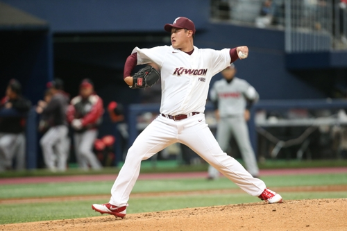 Ex-minor league prospect eager for fresh start in S. Korea, with old delivery