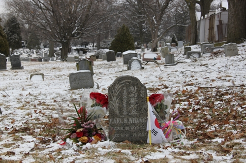 This photo shows the grave of Whang Ki-whan at Mount Olivet Cemetery in New York City. (Yonhap)