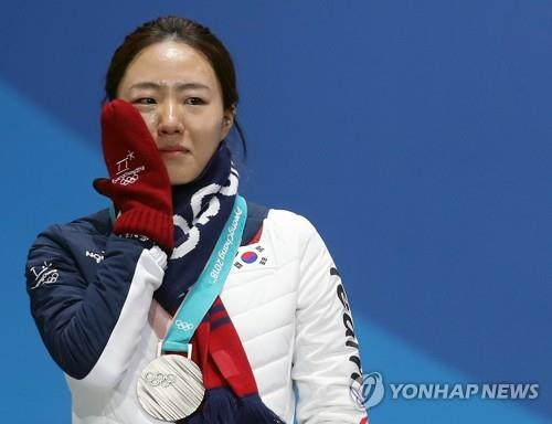 Two-time Olympic speed skating champion Lee Sang-hwa announces retirement