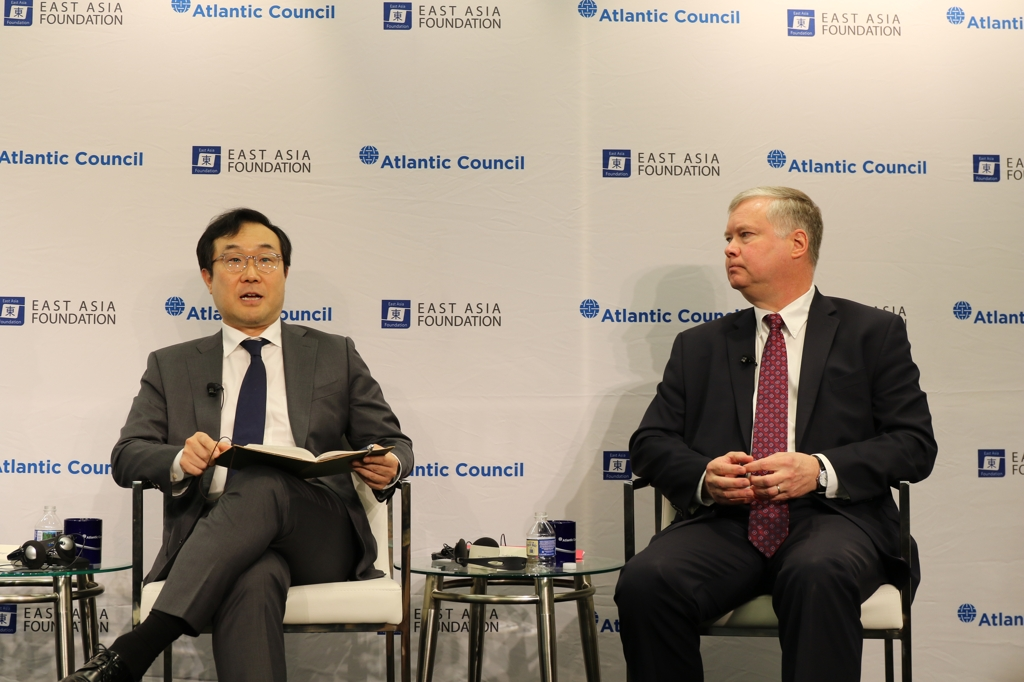 Lee Do-hoon (L), Seoul's special representative for Korean Peninsula peace and security affairs, speaks next to U.S. Special Representative for North Korea Stephen Biegun at an event at the Atlantic Council think tank in Washington on June 19, 2019. (Yonhap)