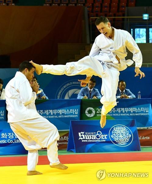 This undated photo, released by the North Chungcheong provincial government, shows players of taekkyeon, a traditional Korean martial art, taking part in the World Martial Arts Masterships (PHOTO NOT FOR SALE) (Yonhap)