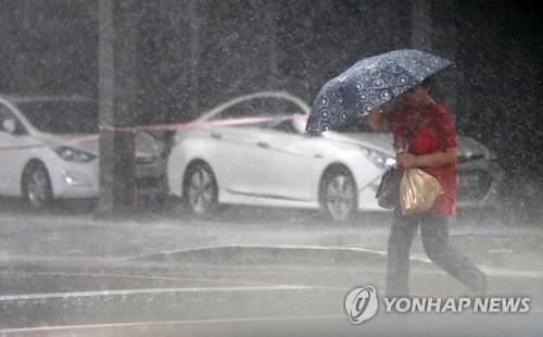 (LEAD) Typhoon Francisco approaching Busan-Geoje area