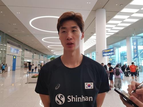 South Korean men's volleyball player Park Chul-woo speaks to reporters at Incheon International Airport in Incheon, west of Seoul, on Aug. 13, 2019, after returning from an Olympic qualifying tournament in the Netherlands. (Yonhap)