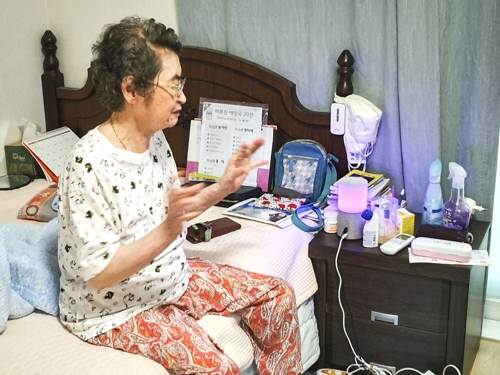 Kim In-hwan, a 83-year-old living alone in an apartment in Seoul, talks about her experience of using SK Telecom Co.'s artificial intelligence speaker, NUGU, during an interview with Yonhap News Agency. (Yonhap)