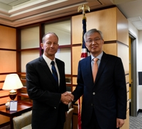 (2nd LD) Vice foreign minister discusses Korea-Japan row with U.S. officials