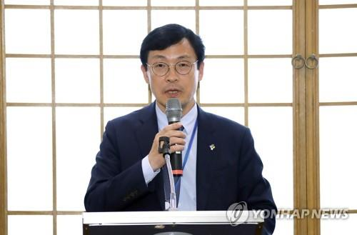 This undated Yonhap file photo shows Lee Ho-seung, a senior secretary for economic affairs at Cheong Wa Dae. (Yonhap)