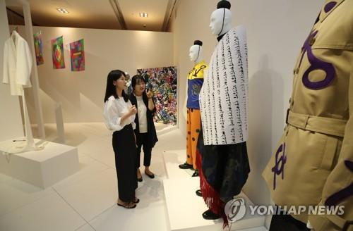 "This photos show design works on display in the National Hangeul Museum's special exhibition ""Transformations: Experiments in Hangeul Design,"" which kicked off at the museum in Seoul on Sept. 9, 2019. (Yonhap)"