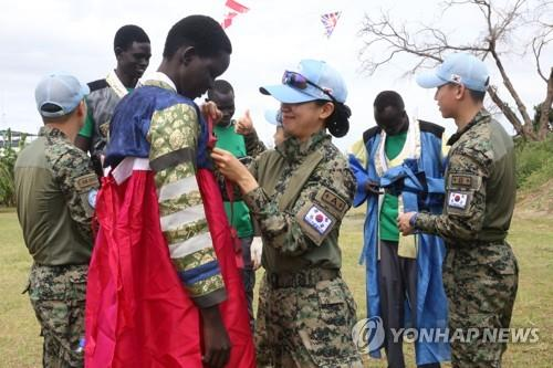S. Korean soldiers on missions overseas enjoy Chuseok with locals