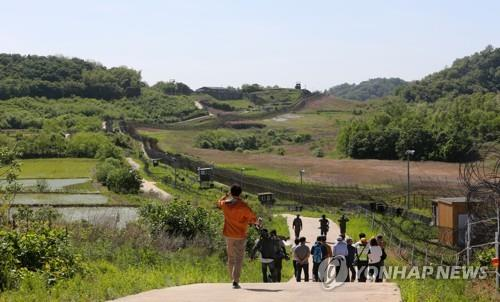 This photo shows a group of tourists hiking the Cheorwon DMZ course. (Yonhap)